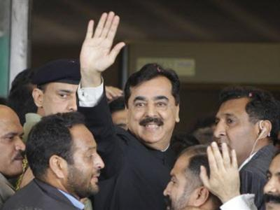 Pakistan's top  court convicts  PM of contempt