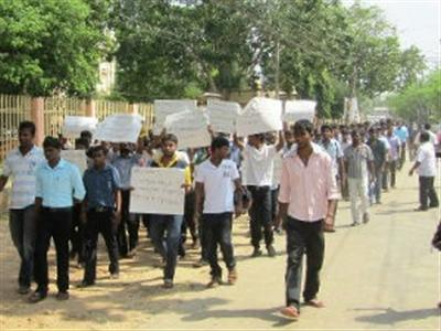 Public and Eelam refugees protest in Tamil Nadu joining with students.